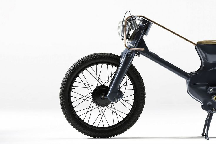 The Deus Electric is a custom motorcycle by Melbourne-based team Ryan Mischkulnig and Joe Fischer, they began with a humble Honda C90 Cub and over a period of 5 weeks they created a minimalist electric motorcycle that would go on to win the 2015 Deus Bike Build Off in Sydney. Electric motorcycles are nothing new...