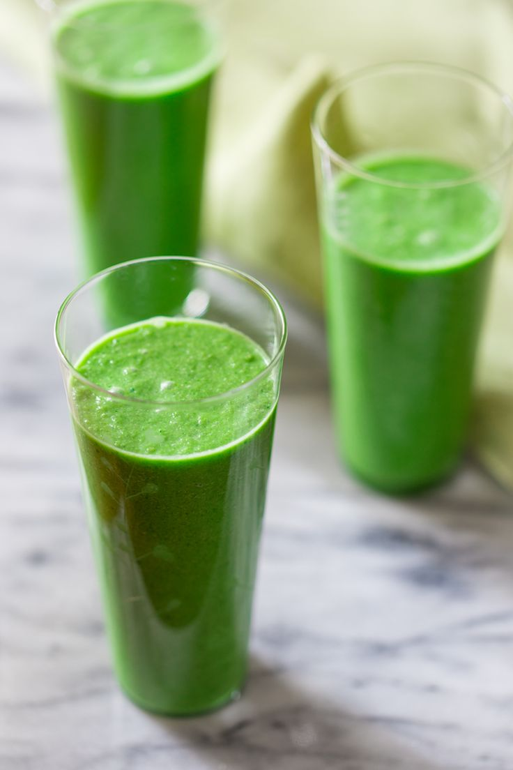 Green Apple Smoothie with ginger and coconut milk -- so tasty! Sweeten with stevia to taste.