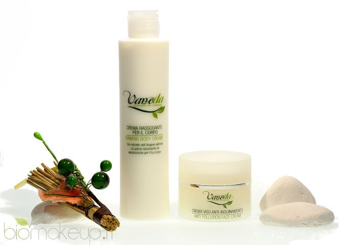 Tra i due prodotti quello che mi è piaciuto di più è la crema viso anti-inquinamento. Si tratta di un prodotto, a parer mio, molto innovativ...