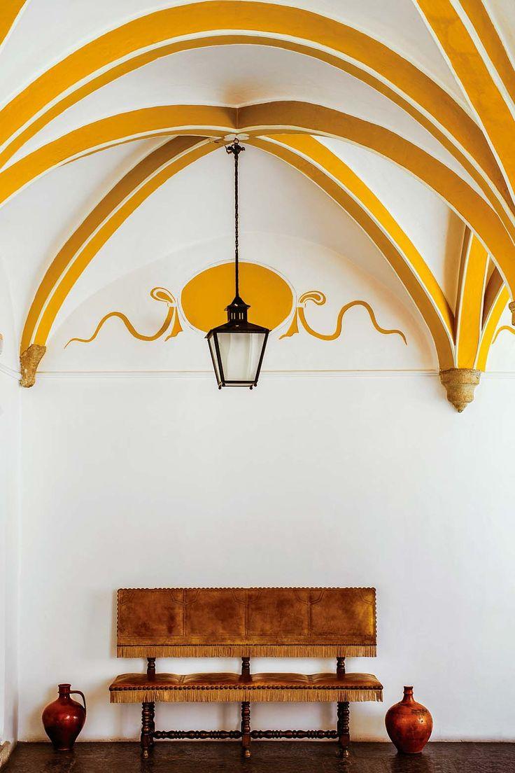 Detalles del interior de Pousada dos Lóios: un antiguo monasterio que hoy es un hotel.