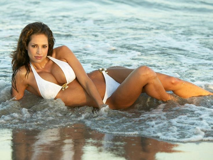 Hot girls sur la plage - fille chaude au club de Varsovie