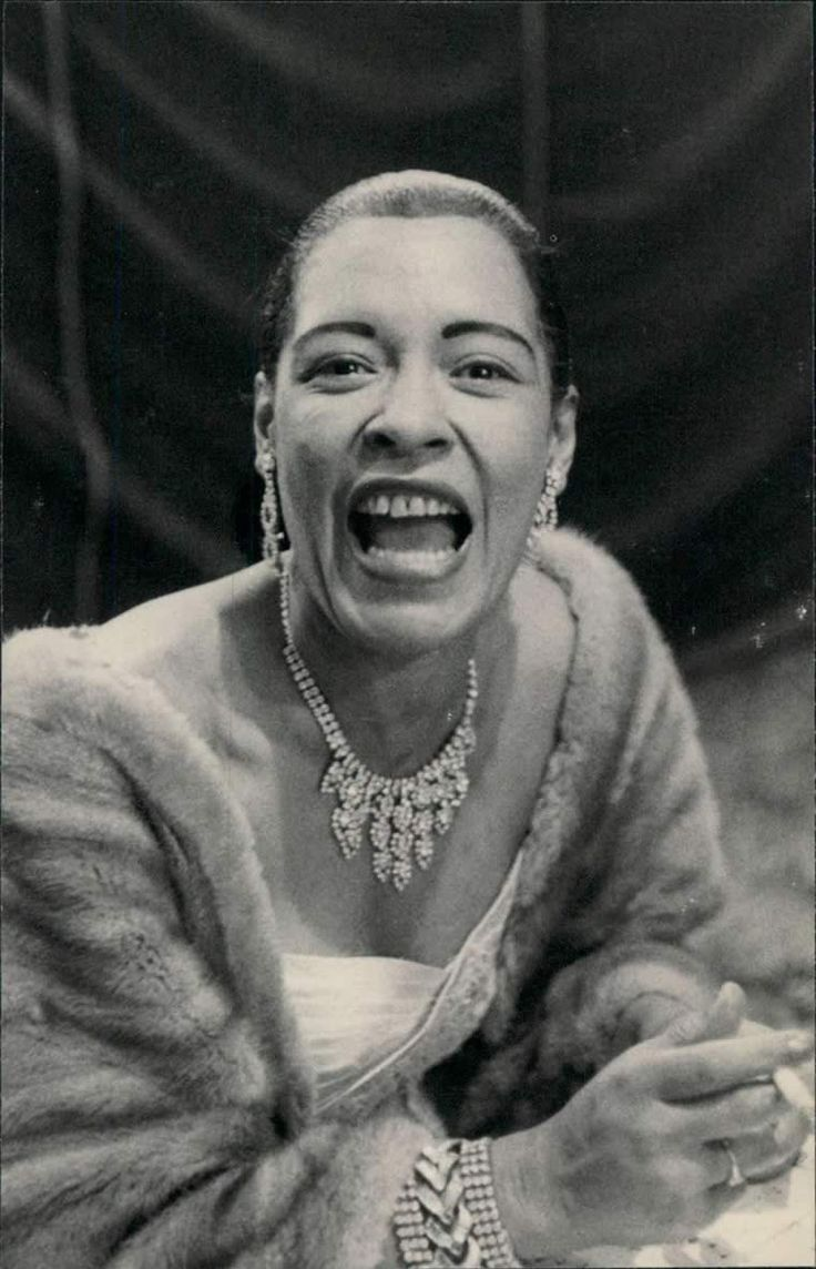 "billie holiday | Bild zurück Bilder mit "" Billie Holiday "" nächstes Bild: Music, Holiday Track, Holiday Photos, Billie Holiday, Listen Billie, Holidays, Holiday Lady, Smile, Lady Day Billie"
