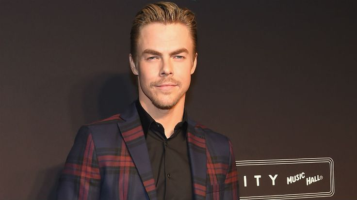 Derek Hough arrives at the 2015 Spring Spectacular