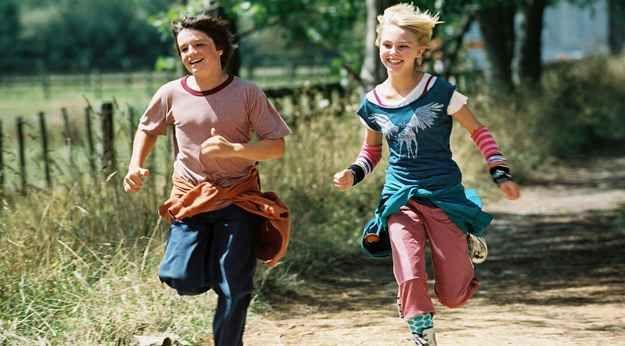 Bridge to Terabithia (2007) Jesse Aarons and his good friend, Leslie Burke, enjoy running together.