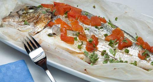Olio Gentile per la nostra ricetta: Orata al cartoccio #olio #bertolli #gentile #ricette #orata #pomodoro #limone #aglio #vino #bianco