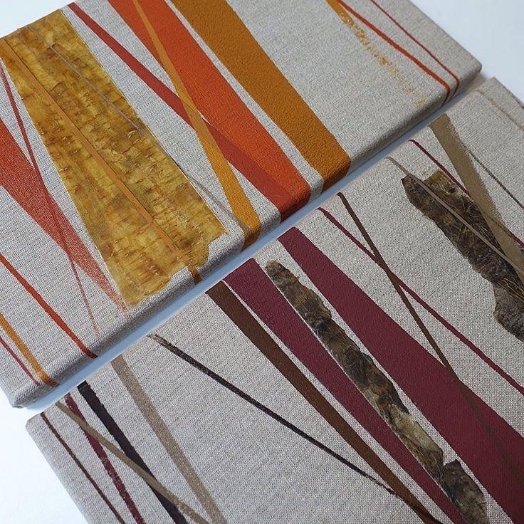Getting in line #1 and #2: Mix van diverse biologisch afbreekbare verf op ongebleekt canvas, met een toevoeging van gedroogd en geperst groenteafval (schillen van pastinaak en aardpeer). - Mixed media, various types of biodegradable paint on unbleached canvas. Dried vegetable waste material is also attached to the canvas, to complete this abstract work. - #angeliquevandervalk #vegetableworks #studioangeliquevandervalk #art #visualart #abstract #abstractart #minimalist