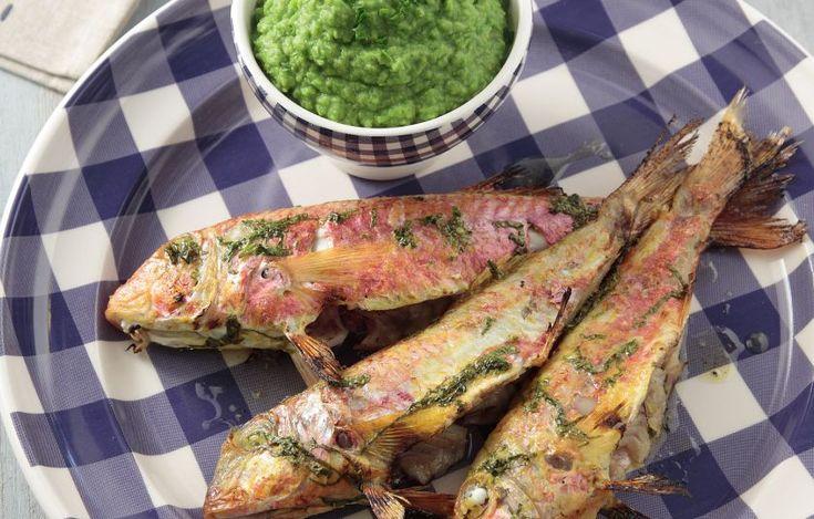 Μπαρμπούνια ψητά με πουρέ αρακά - Συνταγές - Πιάτα ημέρας | γαστρονόμος