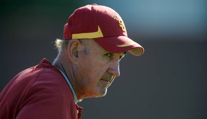 Monte Kiffin, 72, has agreed to become the Dallas Cowboys defensive coordinator, a source says.
