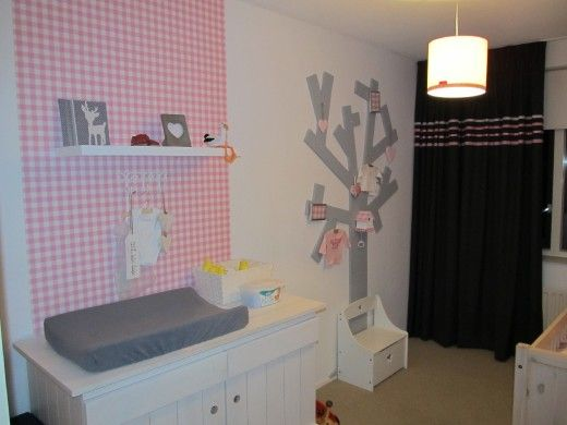 Moderne roze, grijze meisjeskamer