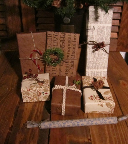 Love this prim looking wrapping paper christmas pinterest Country christmas gifts to make