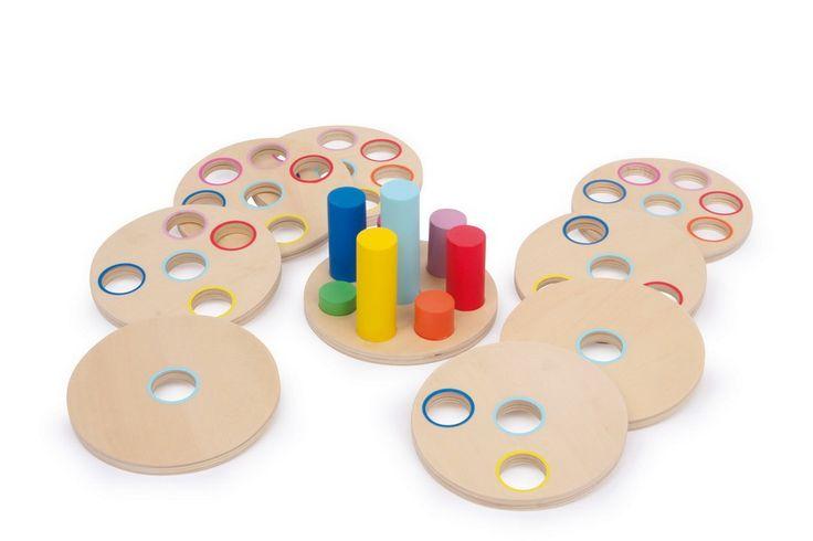 Deducir con lógica, encontrar las posiciones adecuadas para acabar terminando este estupendo juego. PVP: 27.90 € http://www.babycaprichos.com/juego-educativo-logicolocalo.html