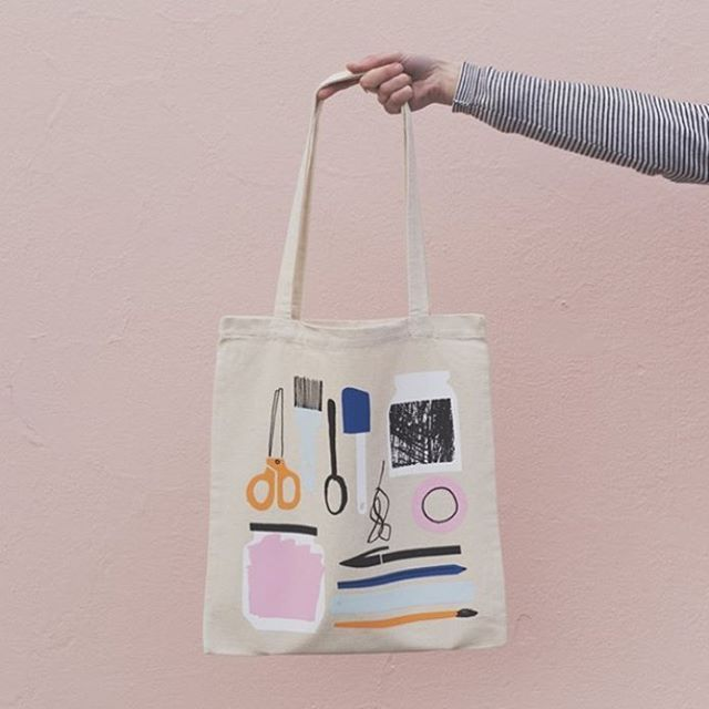✂️✏️ Show your love for all things stationery related with our studio tote bag designed by @amyvanluijk and printed by us! You can find this baby in the new shop section on our website- go and and nab one before they are all gone! Link in profile ☝️Photograph by @bonnyiris #theneighbourhoodstudio #totebag #stationeryaddict #screenprinting #illustration #madeinwellington
