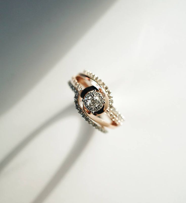 It's impossible not to marvel at the beauty of this Rose gold Canadian diamond halo.