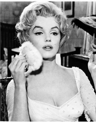 Marilyn Monroe with her powder puff