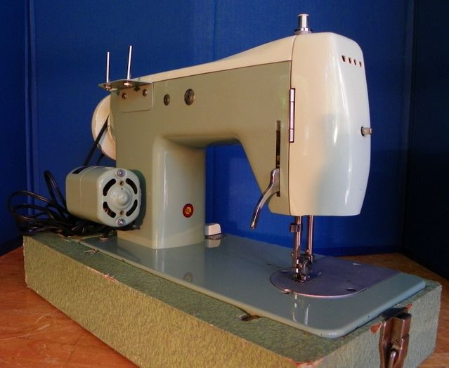 Housekeeper Vintage Good Housekeeper Sewing Machine
