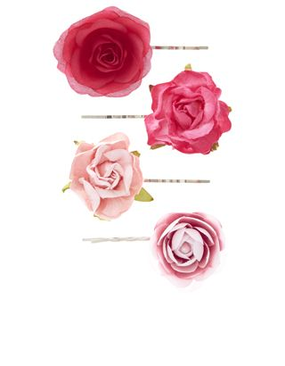 Parez vos mèches d'un look tendrement romantique avec ce lot de quatre barrettes, dont chacune est joliment surmontée de fleurs en tissu.