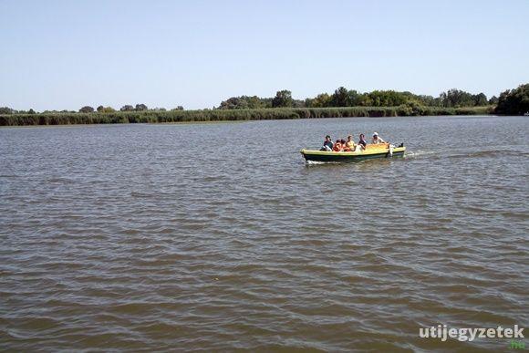 Csónaktúra a Tisza-tavon