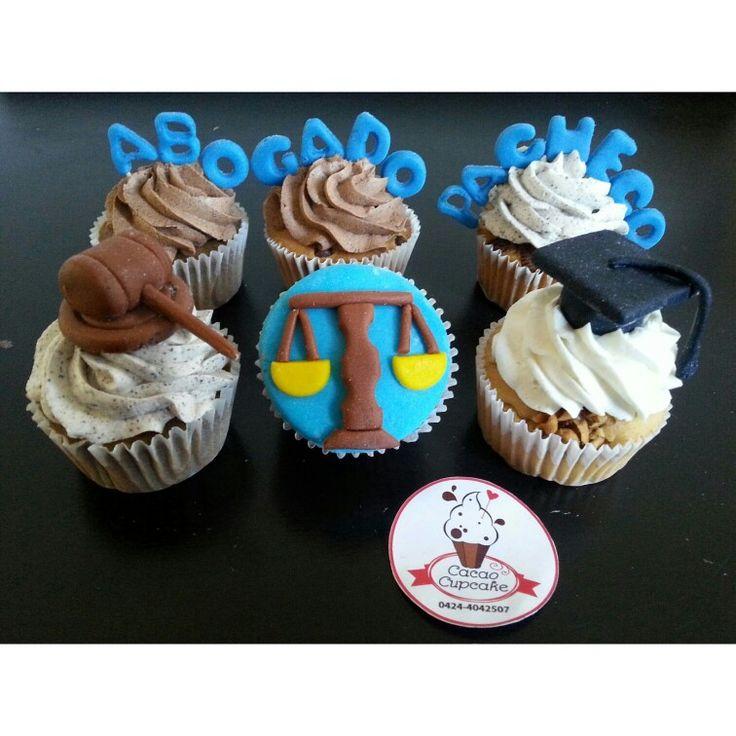 #cupcakes #cupcakespersonalizados #abogado #graduación #birrete #ley #leyes #lawyer #sentencia #fondant #hechoamano #modelado #handmade #cupcakedesigner #ilovecupcakes #cupcakelover #balanza #justicia #instacupcake #cupcaketagram #foodies #tasty #art #design #cacaocupcake #foodporn #foodtasting  #hechoenValencia #Valenciaaqui