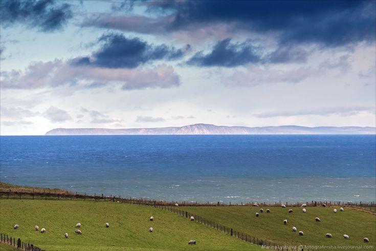 Северная Ирландия, в сорока километрах на севере через Ирландское море виднеется Порт Эллен.