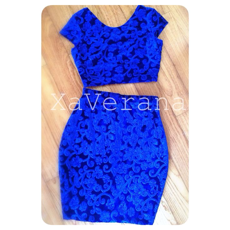 Valerie crop top with Valerie skirt  Bahan beludru motif timbul Stretch  CROP TOP Detail belakang V IDR 188.000  SKIRT IDR 238.000