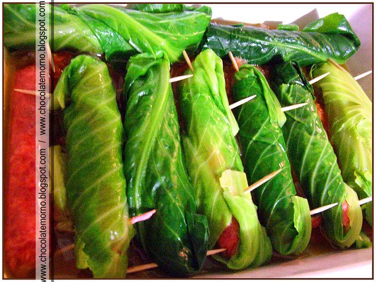 Uma receita fácil e bem saborosa! Ingredientes: - salsichas frescas - couve lombarda -palitos - cebola - tomate - oregãos, ...
