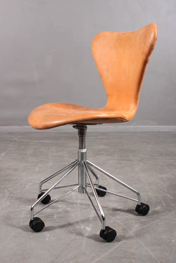 Fritz Hansen - Series 7™ by Arne Jacobsen.