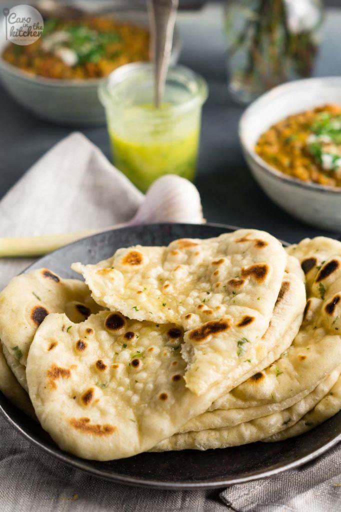 Koriander-Knoblauch-Naan | Auch ohne Gewürze backbar | Ohne Ei | Coriander-Garlic-Naan Bread | Rezept auf carointhekitchen.com | #recipe #vegetarian #vegetarisch #vegan #indian #naan #bread #indisches