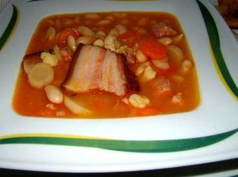 Babgulyás recept: Kedvenc házias étel a levesek között a babgulyás, amely kiadós tartalmának köszönhetően tulajdonképpen egy laktató egytálétel. http://aprosef.hu/babgulyas_recept