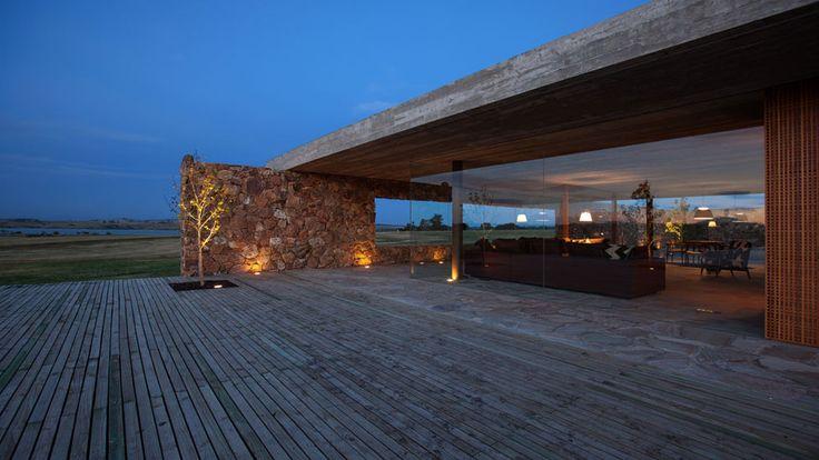 Punta del este uruguay punta house studio mk27 marcio for Casa minimalista uy