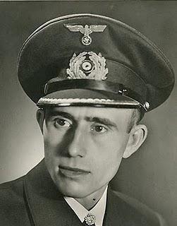 El Führer condecora a los ases de U-Boot Heinrich Liebe, Herbert Schultze y Engelbert Endrass - 30/06/1941.