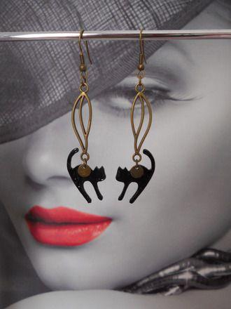 Boucles d'oreilles connecteur bronze et pendentif chat noir  La longueur est de 7,6 cm.  Toutes les commandes sont préparées avec soin et expédiées sous enveloppe bulle. - 19212743