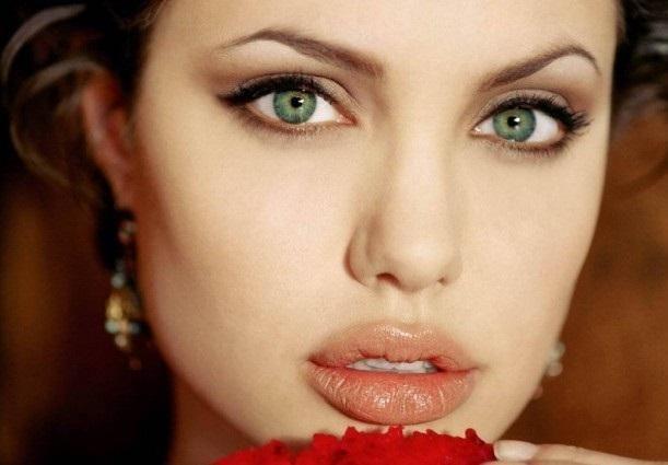 Truques de maquiagem para olhos verdes. O segredo para realçar o olhar e exibir uma maquiagem espetacular não é nada mais do que saber escolher os tons mais favorecedores para nossa cor de olhos. Este artigo de umComo é dedicado especialmen...