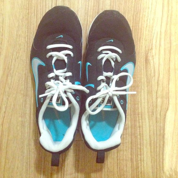 Women's Nike sneakers Only worn twice, great condition, no rips or stains, original Nike Nike Shoes Sneakers