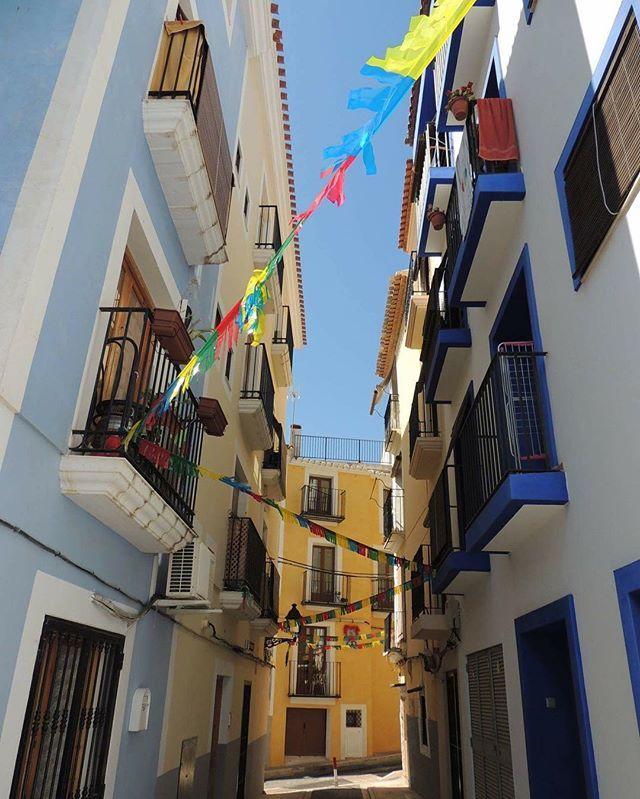 Casc antic de La Vila Joiosa , foto presentada al concurs de #fotocinelavila #lavilavellalavilabella #villajoyosa  #lavilajoiosa #beach #cascoantiguo #costablanca #igersalicante #igs #alifornia @ali4nia @comunitat_valenciana @villajoyosa #estaes_alicante #benidorm #instagramers #instalike #marinabaixa #estaes_valencia #estaes_valencia #alicantegram #_vip_world_photo #vip_world_photo