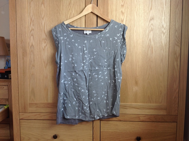 Oliver Bonas grey top with white bird print detail. Size Medium. 100% viscose. Will iron before sending! Has been worn but still in good condition. £6 incl P show interest here and then PM for more info.