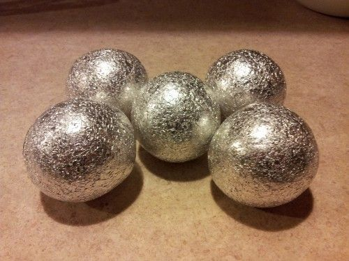 Cover tennis balls with aluminum foil for a safe, effective, chemical-free way to remove static from your dryer, try foil covered tennis balls! The foil puts a stop to the static