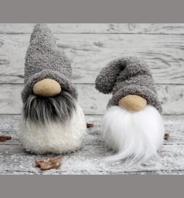 DIY Sock Christmas gnomes - easy winter decor // Karácsonyi manók zokniból egyszerűen - téli dekoráció // Mindy - craft tutorial collection // #crafts #DIY #craftTutorial #tutorial #DIYCheapHomeDecor #DIYHomeDecor #KreatívDekorációk