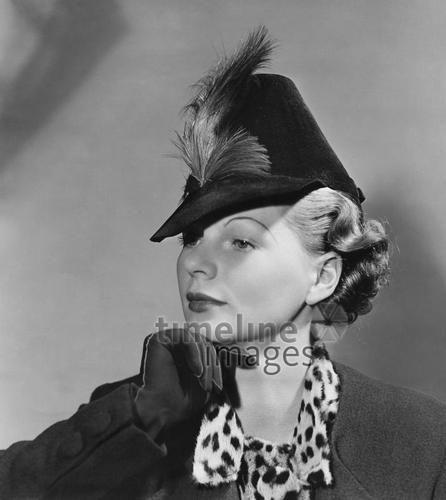 Damenhuete der 30er Jahre ullstein bild - Ewald Hoinkis/Timeline Images