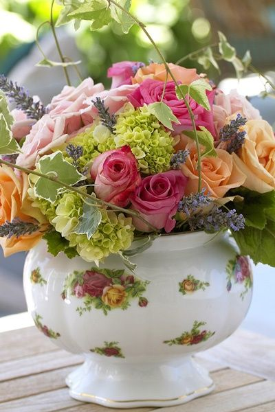 Charming Rose Arrangement In Quot Old Country Rosesquot