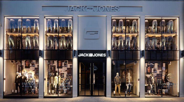 JACK & JONES Holstebro, DK. Shop exterior, visual merchandising, shop display, window display