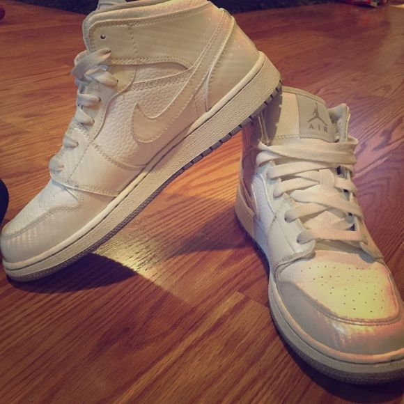 Reduced price! Nike mid tops White nike mid tops size 6Y. I'm a 7.5 or 8 and they fit perfect! I've only wore them about three times. They are in great condition. All reasonable offers welcome. Nike Shoes Sneakers