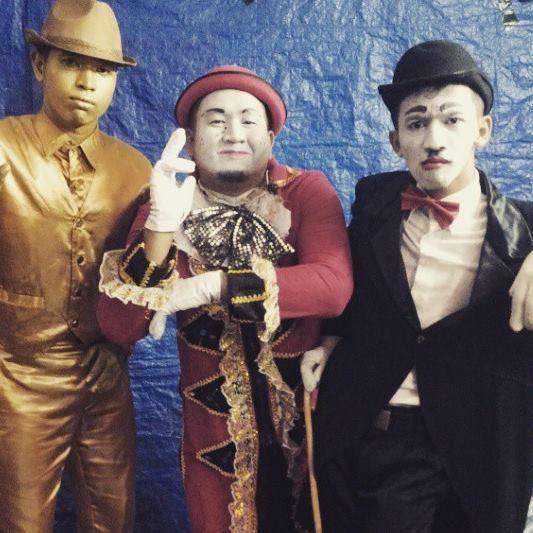 Collaboration pantomime and goldman at graha pena, jawapos  please follow my IG : @gugukmeong13  #Pantomime #mime #street #surabaya #indonesia