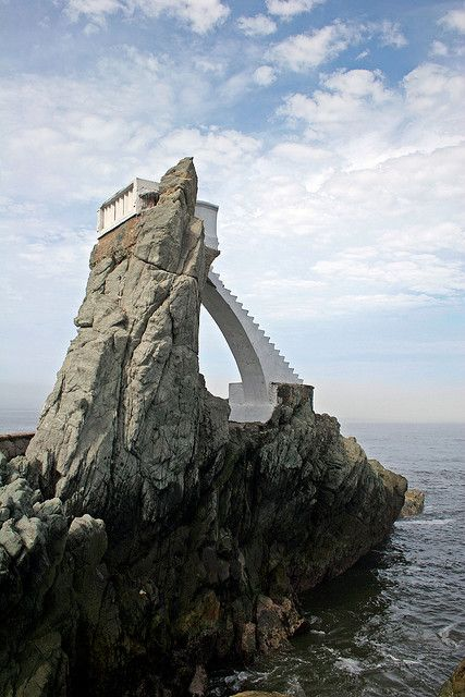 Cliff divers platform on the coast of Mazatlan, Mexico (by dbvirago).