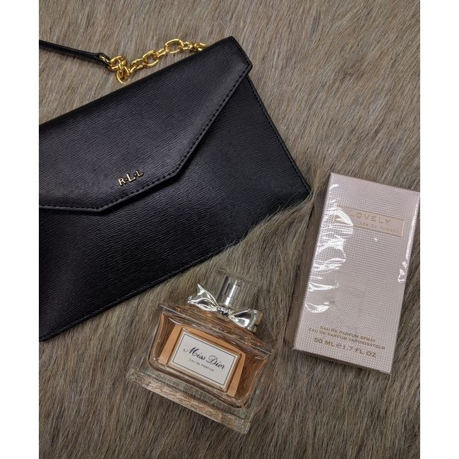 You need to buy some gifts for your peeps & we happen to HAVE some #amaze ones just waiting for you. Wow them all this year with thoughtful gifts from #PlatosClosetOshawa! #gentlyused // Brand New #RalphLauren purse, $100 // #MissDior Eau de Parfum, $35 // #SarahJessicaParker perfume, $15 // | www.platosclosetoshawa.com