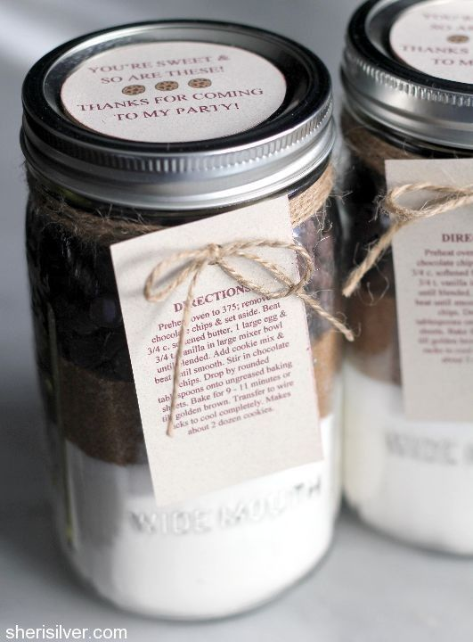 This mason jar cookie mix is super easy and makes such a unique gift!