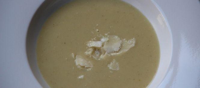 Aardpeer Soep Met Parmezaan recept | Smulweb.nl