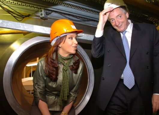 Con una inversión de USD 11.000 millones, los resultados del Plan Nuclear 2003-2014 fueron notables. Para 2015-2025 se prevé inversión de USD 31.000 millones -- http://www.cfkargentina.com/resultados-plan-nuclear-argentino/