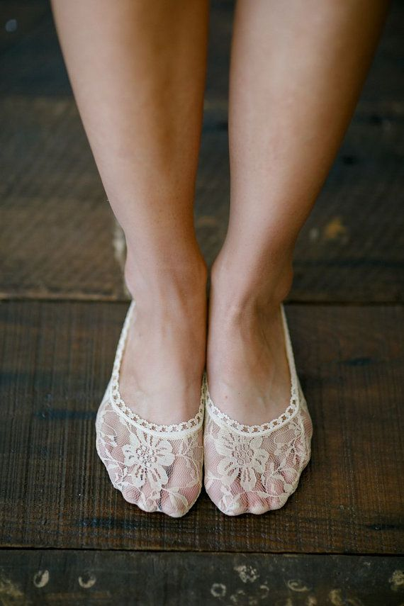 Hey, j'ai trouvé ce super article sur Etsy, chez https://www.etsy.com/fr/listing/185897786/lace-heels-socks-toe-socks-flats-lace