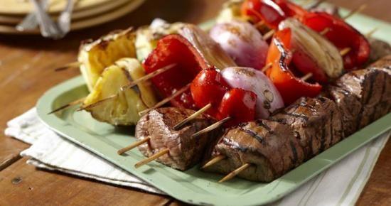 Passez moins de temps dans la cuisine et plus de temps à célébrer avec cette recette de brochettes ! #bienfaire  #grillades   #brochettes  #moinsde30