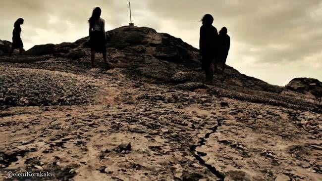 Οι Γυναίκες της Καλάμα σε σκηνοθεσία Μαρίνας Νατιώτη στο Θέατρο Αργώ  Χιλή 1973. Λίγο μετά το πραξικόπημα του Πινοσέτ. Τέσσερις διαφορετικές ιστορίες γυναικών.Τις ενώνει ένα γεγονός. Η εξαφάνιση των αγαπημένων τους προσώπων απο τις απολυταρχικές δυνάμεις.